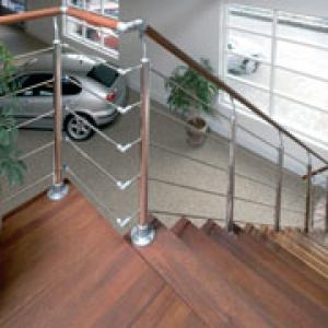 Prova trappen daniel decadt houten constructies for Zelf zoldertrap maken